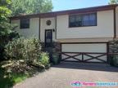Nice Two BR home in Blaine - Quick Move in!