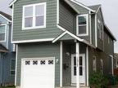 Must see this open floor plan home in Montavilla. Three BR, Two BA, bon...