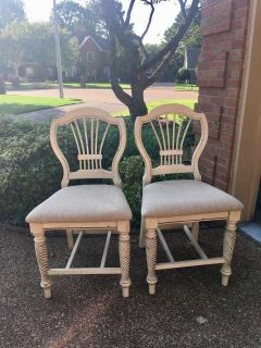 2 hillsdale Wilshire counter height bar stools