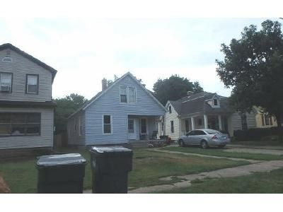 4 Bed 1 Bath Foreclosure Property in Pekin, IL 61554 - S 7th St