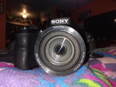 Sony Cyber shot camera w/ bag