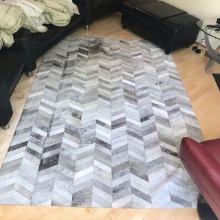 Saddlemans luxury hair on cowhide custom rug