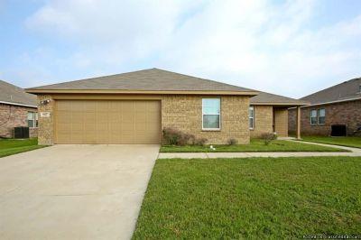 Lovely home for rent @ 927 Brooke Forrest Dr