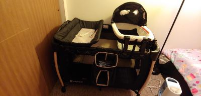Baby trend pack & play with bassinet & changing station