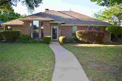842 Meadowglen Circle Coppell Three BR, $7500 Buyer D??cor
