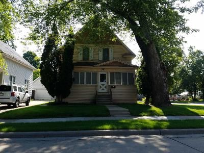 3 Bed 2 Bath Preforeclosure Property in Oshkosh, WI 54902 - Plummer St