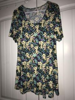 Lularoe floral pattern. In good condition.