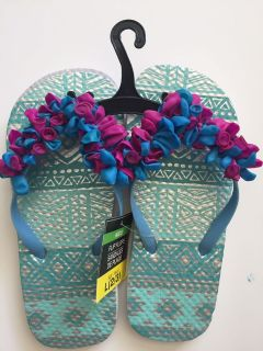 NWT balloon accented flip-flops
