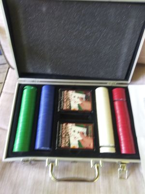 Texas Hold'em professional poker set with instructions new pick up in Sachse or east Allen