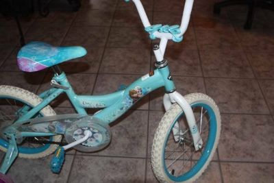 """16"""" Girls Huffy Frozen Bycycle with Training Wheels"""