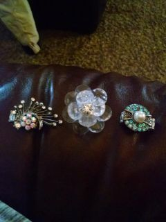 Beautiful rings... One size fits all... Stretchable bands