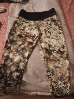 Very cute Justice exercise pants size 7 good condition