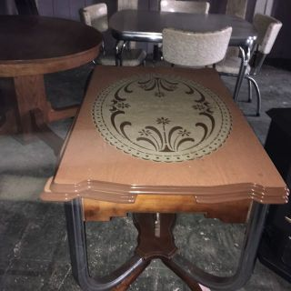 Vintage porcelain top table. With pull out leafs.