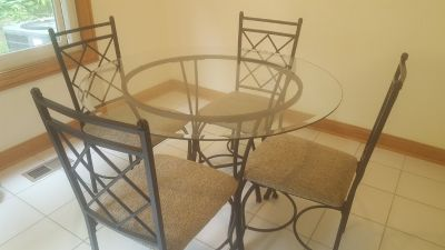 Round 42 inch glass table and 4 chairs
