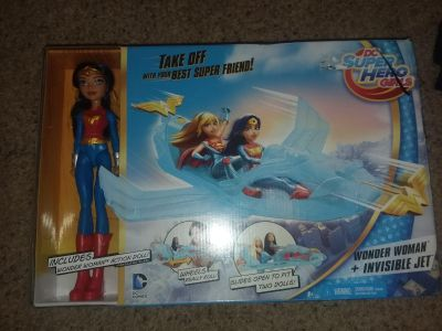 Wonder Woman and the invisible jet