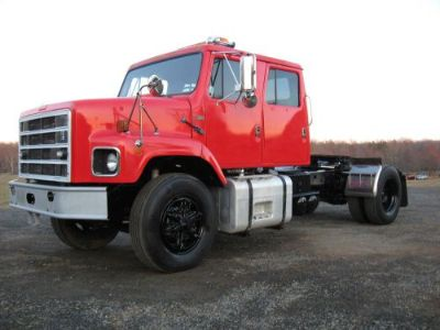 Sell Antique 1987 International Crew Cab Semi Truck Tractor motorcycle in Hartwood, Virginia, United States