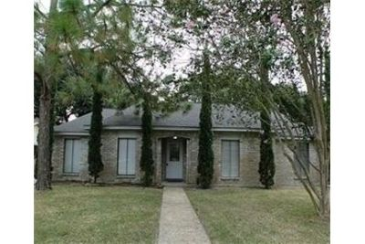For Lease Fantastic home with great curb appeal & a large backyard. Washer/Dryer Hookups!