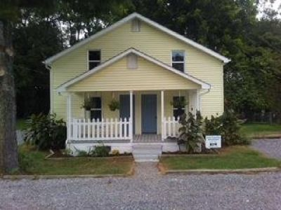 2 NEWLY RENOVATED-Adorable upstairs and downstairs duplex
