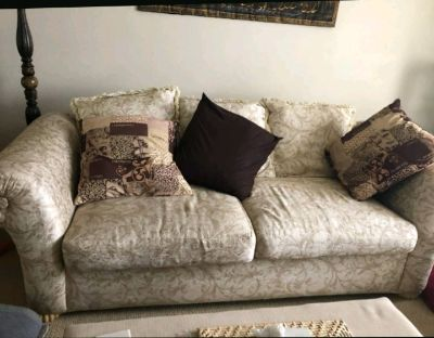 Really nice 2 piece sofa set and center piece in LIKE NEW condition
