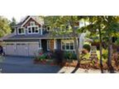 Luxury Craftsman ideally situated between Seattle and Tacoma