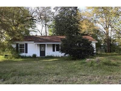 3 Bed 2 Bath Foreclosure Property in Bay Minette, AL 36507 - W 16th St