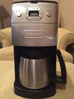 Cuisinart coffee maker with built-in grinder