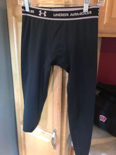 UA cold gear compression pants. Worn a few times. I think we accidentally bought these for b-ball, but too hot! Designed for outdoor sports