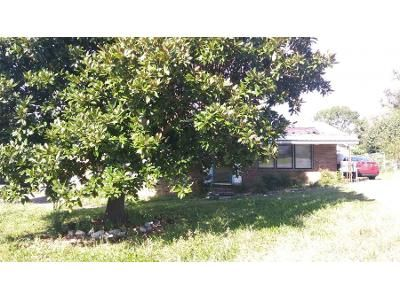 3 Bed 2.0 Bath Preforeclosure Property in Calhoun, GA 30701 - E May St