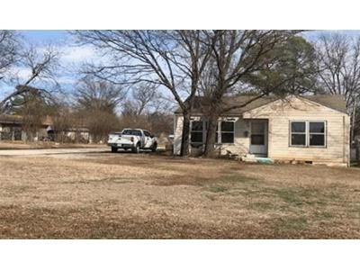 3 Bed 2 Bath Foreclosure Property in Ardmore, OK 73401 - Chickasaw Blvd