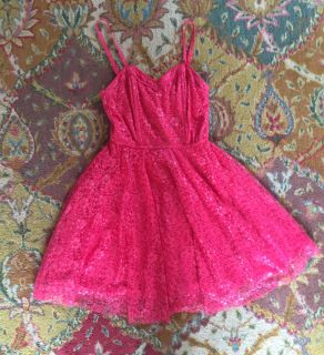 Adorable lined full skirt dress bright melon lace/support in bodice. Daughter wore it once to a event. Size 3-4. Excellent condition $15