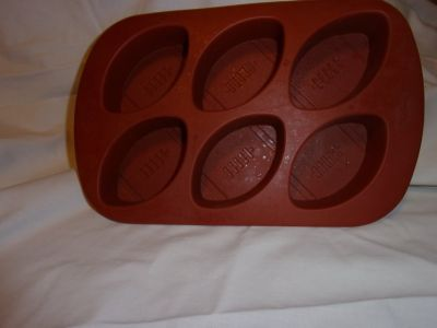 #7006 SILICON MUFFIN PAN MAKES FOOTBALL SHAPE