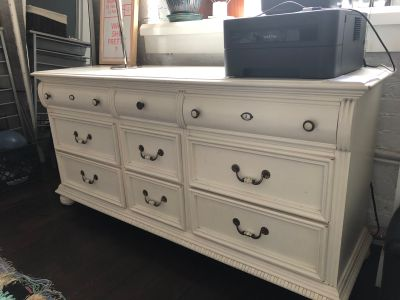 Vintage Style Lexington Dresser