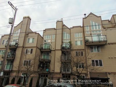 Luxury Capitol Hill 2 Bedroom Town Home Style Condo!