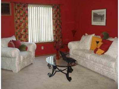 2 Beds - Robbins Nest Apartments
