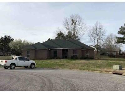 3 Bed 3 Bath Foreclosure Property in Tupelo, MS 38801 - Ruff Cir
