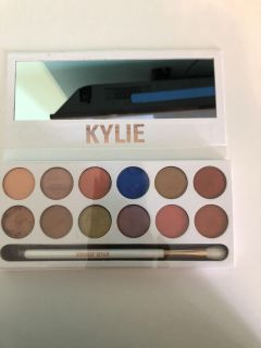Real Kylie Jenner eyeshadow palette, never used