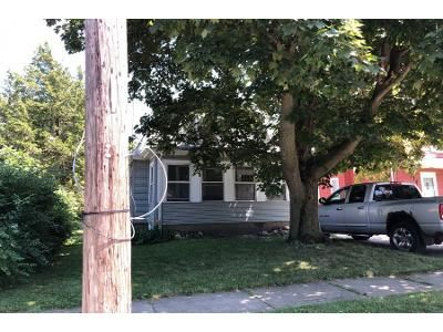 2 Bed 1 Bath Foreclosure Property in Woodstock, IL 60098 - Wicker St