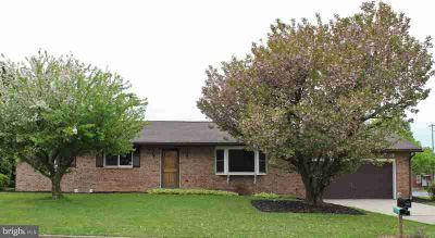 26 Lincoln Dr HAMBURG Three BR, Welcome to in . This beautiful