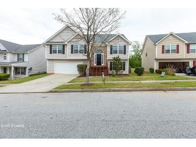 4 Bed 2 Bath Foreclosure Property in Snellville, GA 30039 - White Pine Rd