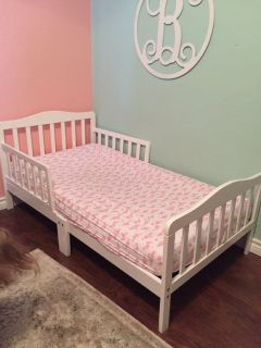 Dream On Me Classic Toddler Bed in White