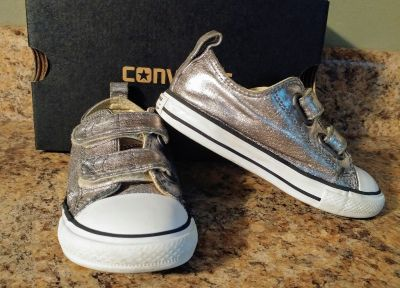 Size 9 kids silver converse shoes