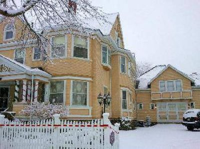 $525,000 Auburn Seven BA, Elegant Queen Anne Victorian. Turnkey Bed and