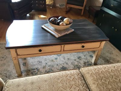 BROYHILL Coffee Table With Drawers