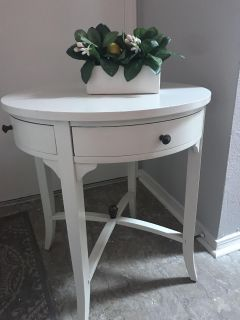 Precious end table / night stand with four drawers