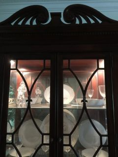 Beautiful China Cabinet w/Table w/6 Chairs