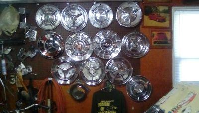 """1 4"""" & 1 5"""" Spinner Hubcaps"""