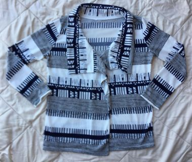 Super soft cardigan, Size Large, EEUC (missing tag showing material)