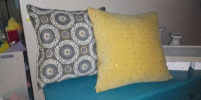 Set of throw pillows brand new
