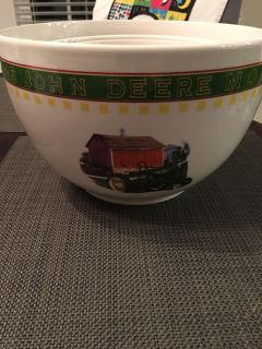 3 nesting John Deere mixing bowls plus 2 serving bowls. All by Gibson