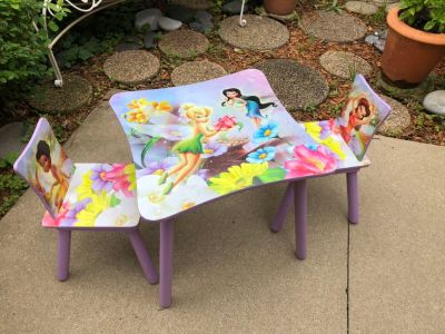 Little girls table/chairs Indoor